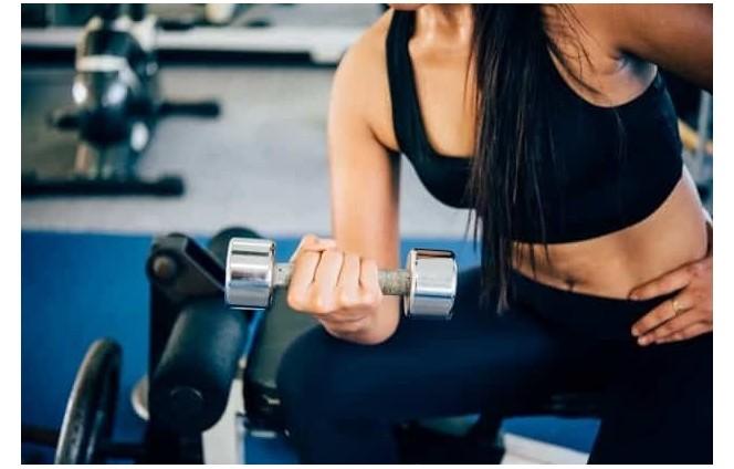 Quali sono i benefici di allenarsi appena svegli?